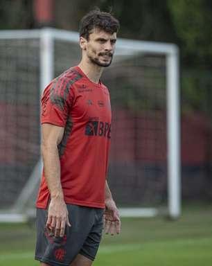 Flamengo treina com voltas de Rodrigo Caio e Bruno Henrique