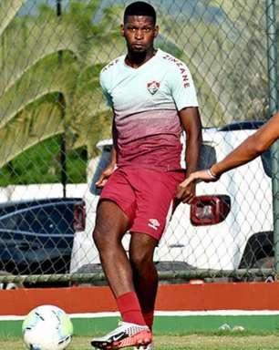Com poucas chances no Fluminense, Rafael Ribeiro volta ao Náutico e é elogiado por Hélio dos Anjos