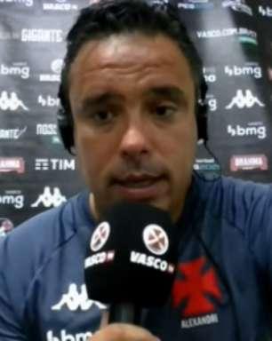 Técnico interino do Vasco pondera gramado ruim, mas reclama da arbitragem: 'Foi pênalti no Cano'
