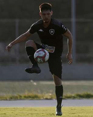 Ainda lesionado, Luís Oyama inicia transição com bola no Botafogo