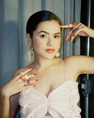 Trend: Maisa usa vestido 'borboleta' e cascata de anéis