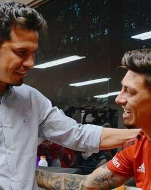 Hernanes visita o CT da Barra Funda para se despedir dos jogadores e funcionários do São Paulo