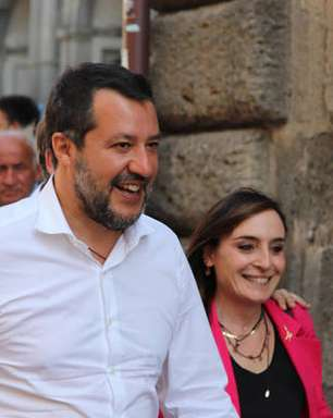 Após bronca de premiê, Salvini se vacina contra Covid