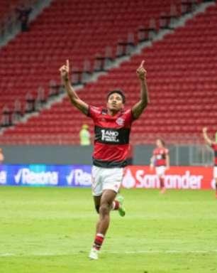 Vitinho iguala melhor marca de gols pelo Flamengo e já é um dos três mais efetivos do elenco; veja números