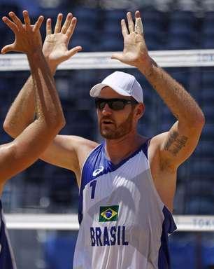 Alison e Álvaro abrem campanha com vitória no vôlei de praia