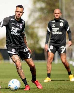 Jogadores do Corinthians vão a campo, academia e sala de preleção em treino visando o Cuiabá