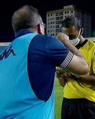 Árbitro relata ofensas de Enderson em súmula, e técnico do Botafogo pode ser suspenso por até seis jogos