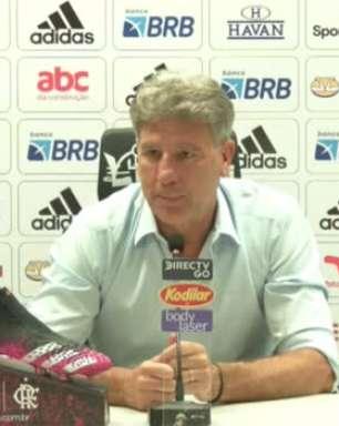 """FLAMENGO: Renato Gaúcho evita cravar que equipe joga 'o melhor futebol do Brasil' e ironiza: """"Isso já deu muita polêmica"""""""