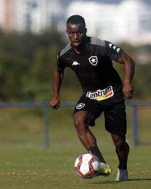 Kayque volta a jogar após mais de três meses e participa de vitória do Botafogo no Brasileirão