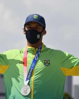 Santos homenageia torcedor Kelvin Hoefler, prata no skate