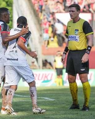 Contra o Cuiabá, árbitro formado em Direito apitará pela primeira vez um jogo do Corinthians