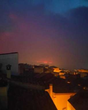 Incêndio florestal de grande proporção causa evacuação na Itália