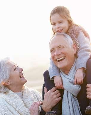 Dia dos Avós: saiba como o cálcio e a vitamina D ajudam na saúde dos idosos
