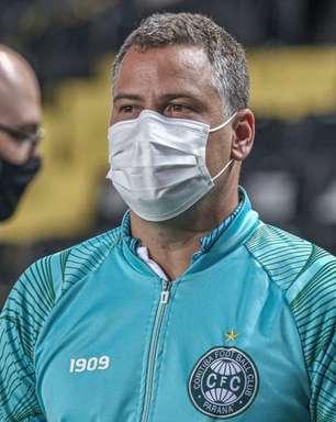 Sem crise! Júlio Sérgio se mostra tranquilo após derrota do Coritiba