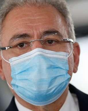 """Queiroga diz que """"logo, logo"""" não haverá necessidade de máscara"""