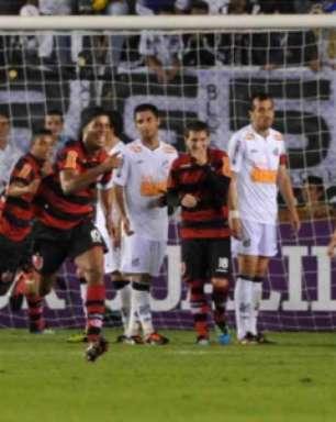 VÍDEO: relembre a virada épica do Flamengo sobre o Santos, que completa 10 anos