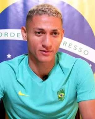 """SELEÇÃO MASCULINA: Richarlison ressalta responsabilidade de usar a camisa 10: """"falei com Neymar que tinha pedido esse número"""""""