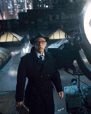 J.K. Simmons negocia voltar como Comissário Gordon no filme da Batgirl