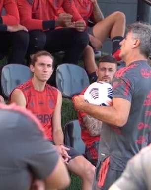 """FLAMENGO: Renato Gaúcho dá conselho aos jogadores que querem seguir no futebol como treinador: """"Se querem ficar de cabelos brancos ou careca, sigam nessa profissão"""""""