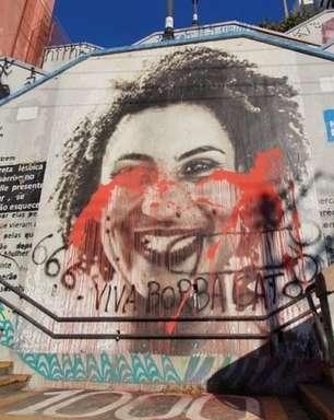 """Grafite de Marielle é pichado com """"viva Borba Gato"""" em SP"""