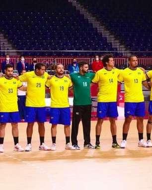 Brasil vence a Argentina e mantém chances de classificação às quartas no handebol masculino