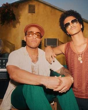 Bruno Mars e Anderson .Paak celebram anos 1970 em novo clipe do Silk Sonic