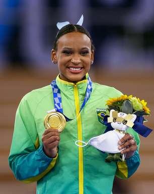Rebeca é 1ª brasileira a ganhar 2 medalhas na mesma edição