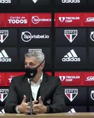 """SÃO PAULO: Crespo evita críticas ao VAR e exalta boa partida da equipe no Choque Rei: """"O que podíamos controlar, fizemos muito bem"""""""