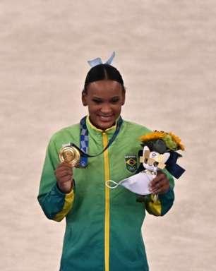 Rebeca Andrade se torna a primeira brasileira a ganhar duas medalhas em uma mesma edição olímpica