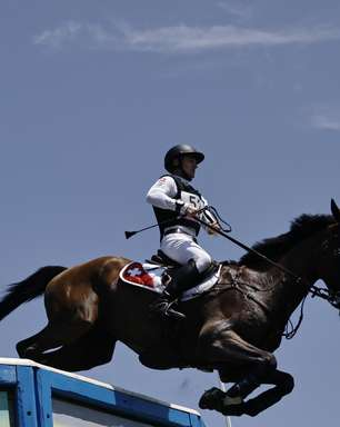 Dia tem cavalo sacrificado, ouro inédito e recorde trucidado