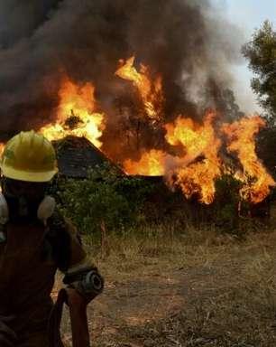 Bombeiros gregos ainda enfrentam dois grandes incêndios