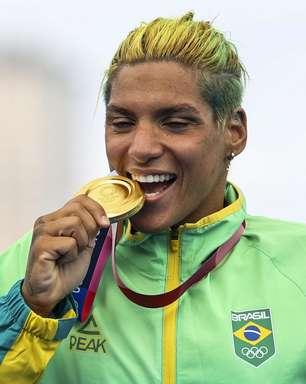 Ana Marcela Cunha fatura o ouro na maratona aquática de 10km