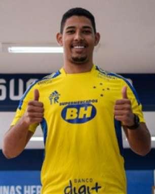 Zé Eduardo comemora retorno aos treinos após afastamento: 'Vou correr atrás do tempo perdido e voltar forte'