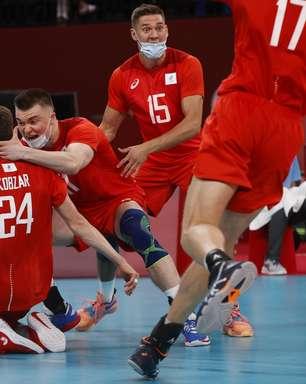Seleção leva virada de russos e jogará pelo bronze no vôlei