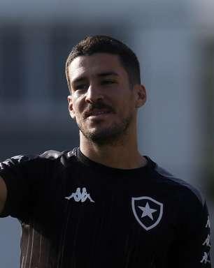 Sem cair nas graças da torcida, Marcinho deixa o Botafogo e clube alivia folha salarial