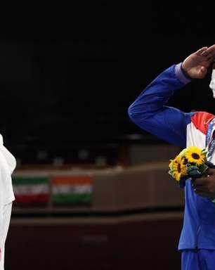 Britânico se arrepende de guardar medalha de prata no bolso e pede desculpas: 'Estava chateado'