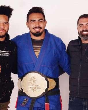 Tigrão recebe cinturão do Big Deal por ter conquistado primeiro GP do evento: 'Feliz pela homenagem'