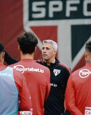 Lesionados do São Paulo treinam no campo, mas longe do grupo