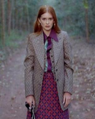 Marina R. Barbosa usa look antiguinho com blazer e saia mídi