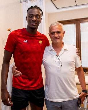Roma contrata atacante junto ao Chelsea a pedido de Mourinho
