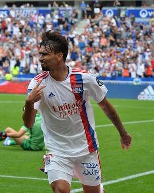 Paquetá faz golaço, mas Lyon leva empate nos acréscimos