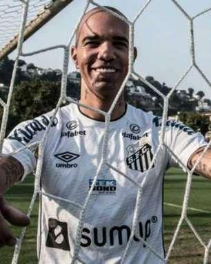 Santos oficializa a contratação do atacante Diego Tardelli