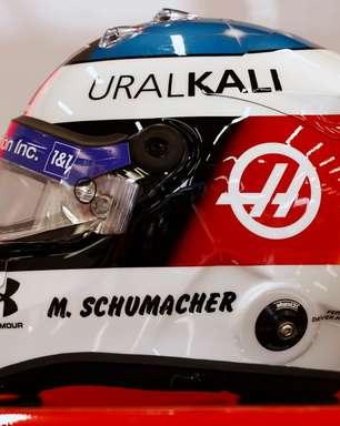 Em homenagem, Mick Schumacher usa réplica de capacete do pai