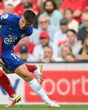 Com um a menos, Chelsea segura 1 a 1 com Liverpool no Inglês