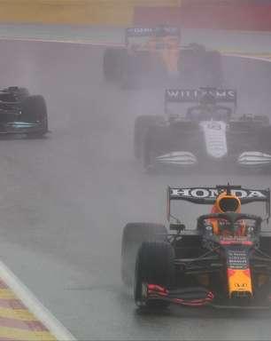Vitória de Verstappen e pódio de Russel na não-corrida da F1