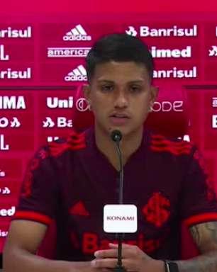 """INTERNACIONAL: Gustavo Maia é apresentado, fala sobre passagem pelo Barcelona e enfatiza sobre quais posições poderá atuar no esquema de Aguirre: """"já joguei até de lateral"""""""