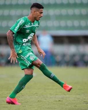 Liberado para procurar outro clube, atacante da Chape pode jogar na Série B