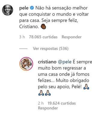 Cristiano Ronaldo interage com Pelé na volta ao Manchester