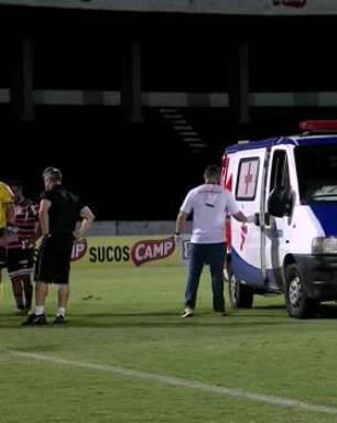 SÉRIE C: Ambulância em campo! Jogador do Volta Redonda, MV leva pisão e precisa ser levado para o hospital na partida contra o Santa Cruz