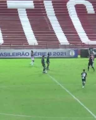 NÁUTICO: Yago leva vermelho direto após conversa com o árbitro na partida contra o Guarani